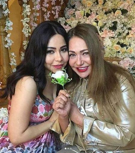 النجمة شيرين مع النجمة ليلى علوي