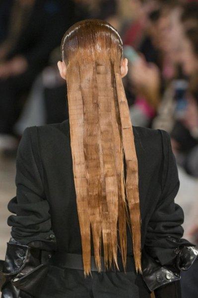 الشعر الطويل المبلل