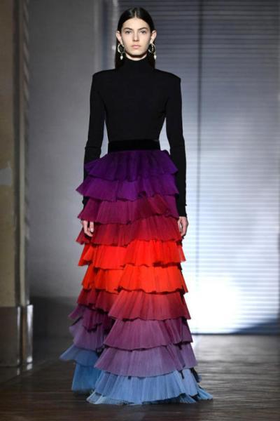 تنورة متدرجة الألوان