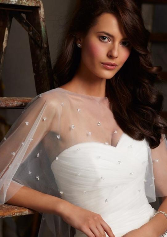 فستان زفاف مع كاب