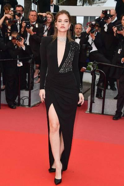 فستان طويل الأكمام