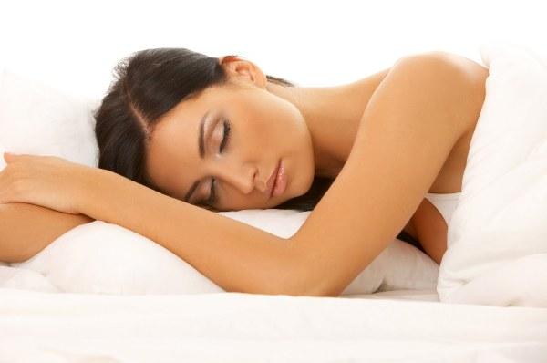 النوم بالماكياج
