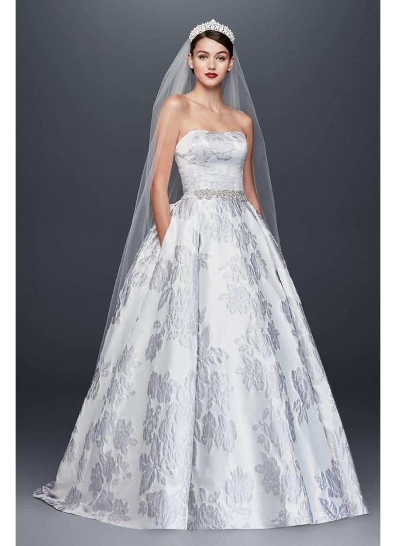 0aa928ab4 جمعنا لكِ اليوم العديد من تصاميم فساتين الزفاف غير التقليدية لموسم 2018  فشاهديها، وشاركينا رأيكِ بها!