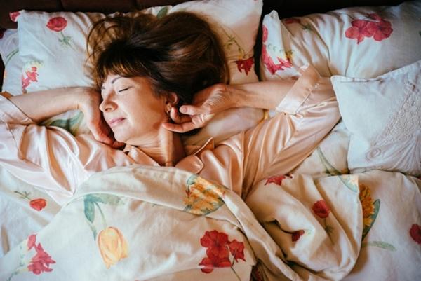 النوم لساعات كافية