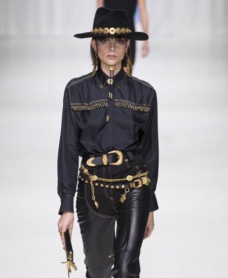 قبعات Versace