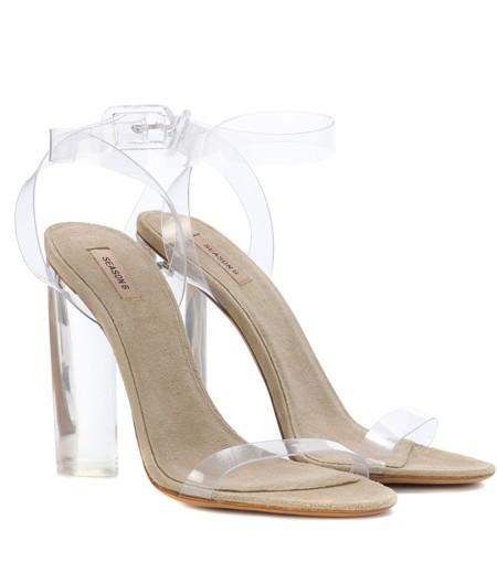 الأحذية البلاستيك