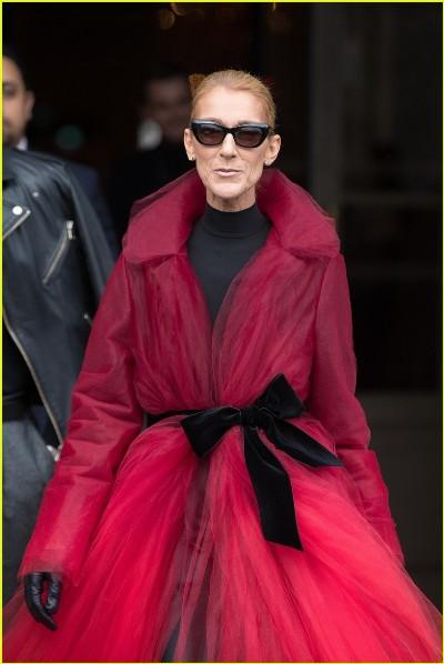 معطف أحمر