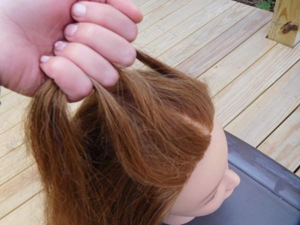 افصلي شعرك إلى ثلاثة أقسام