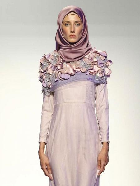 فستان سهرة من ميناز