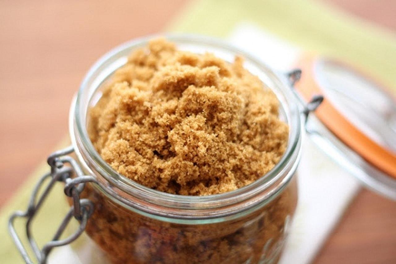 السكر الاسمر والشامبو لتقشير فروة الراس