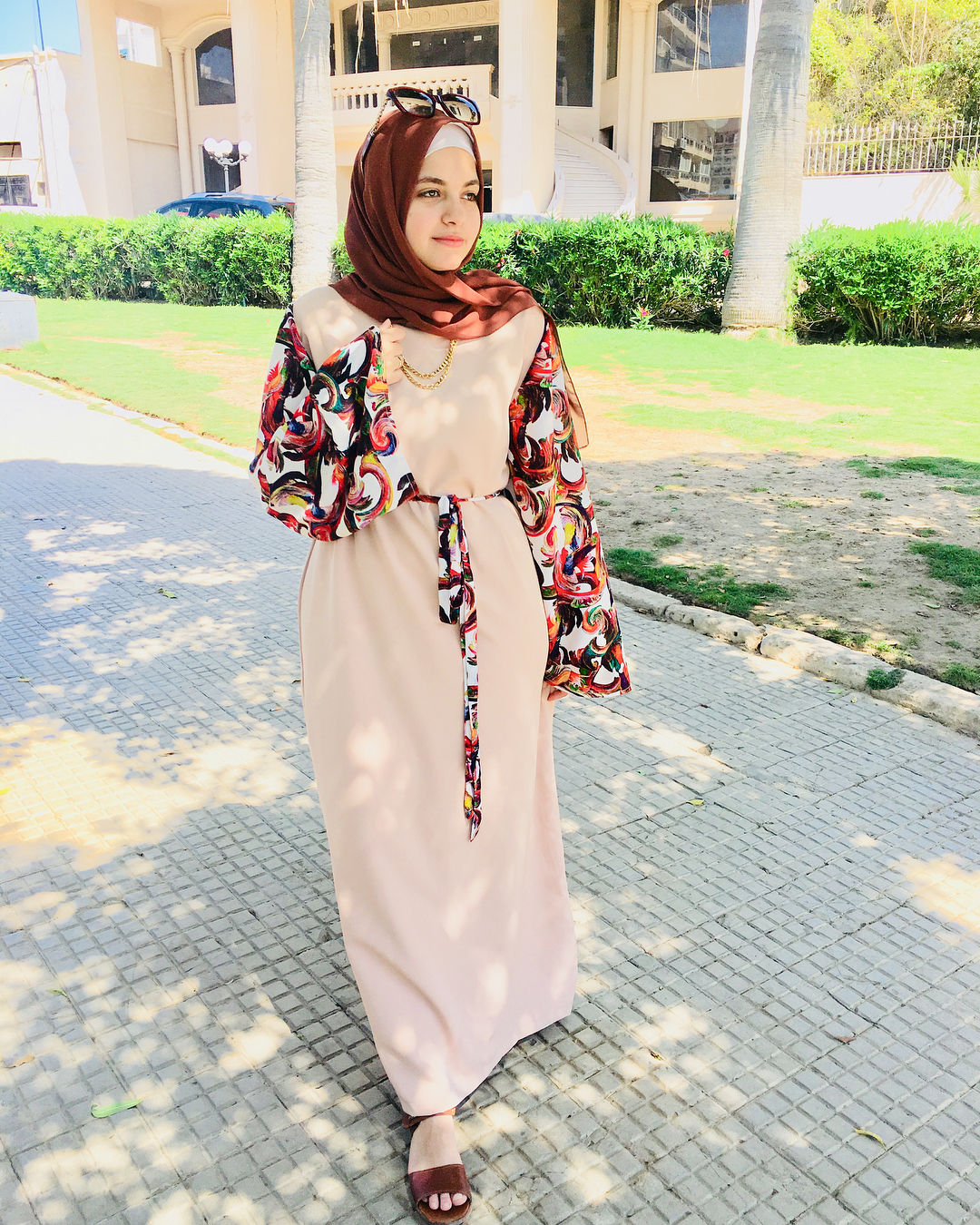 8554c5ccfb565 شاهدي الصور وتعرفي على أفكار مختلفة لارتداء التنانير والفساتين بأناقة مع  مدونة الموضة آية فوزي.