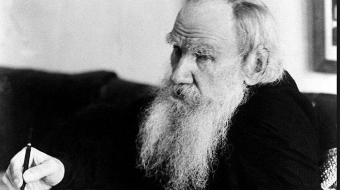 شخصية المفكر الروسي ليف تولستوي