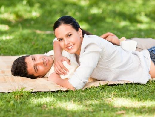 انجذاب الزوج لزوجته بعد فترة من الزواج