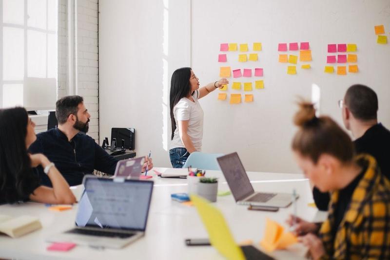 العمل الجماعي يقوي الروابط ويحفز على الإنتاجية