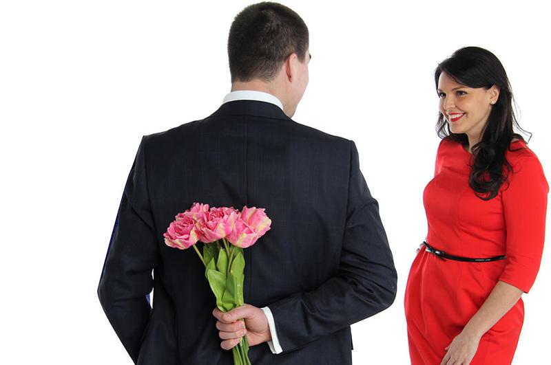 اهتمام الزوج بأسرته والعمل بجد من أجلهم دليل على حبه