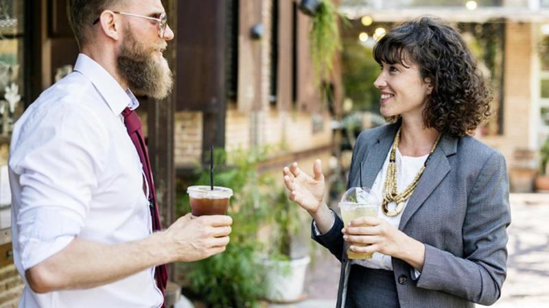 المجاملات هي أفضل طريقة لبدء محادثة