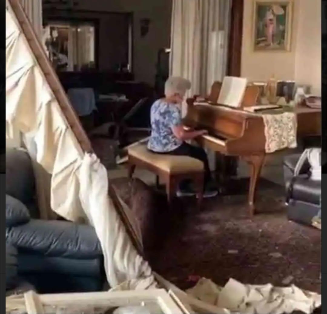 عازفة بيانو من بيروت
