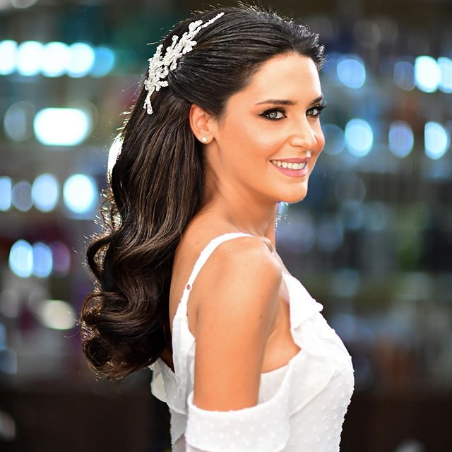 تسريحات شعر أسود للعروس