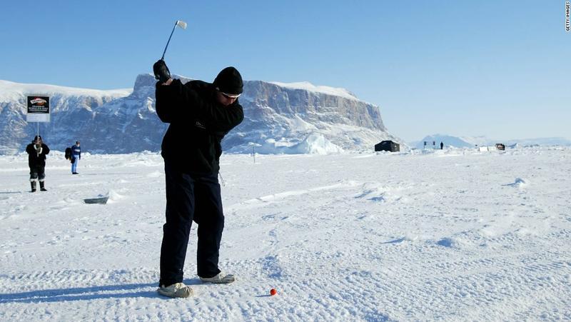 """لعبة الغولف على الجليد في """"غرينلاند"""""""