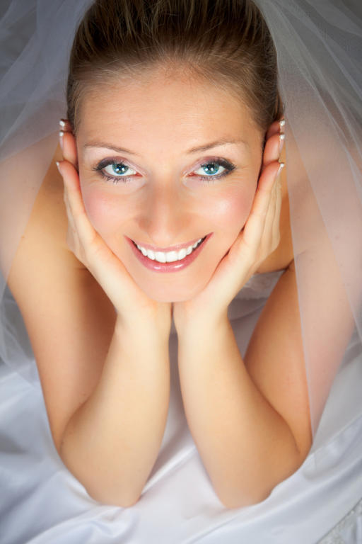 ابتسامة العروس