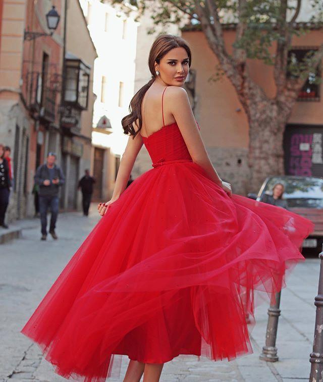 فستان سيرين الأحمر