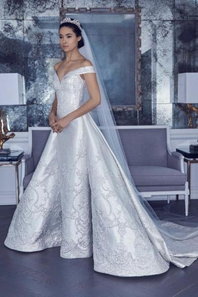 c4f53d3af0843 قدم العديد من المصممين فساتين زفاف Ball Gown بتطريزات تخطف الأنفاس، لتبدو  العروس مثل الأميرات، مثل فستان زفاف إنيس دي سانتو Ines di Santo، فستان زفاف  ...