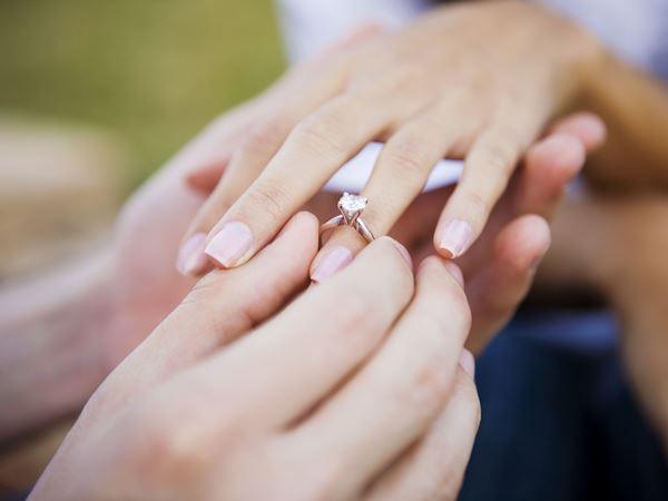 أظافر العروس