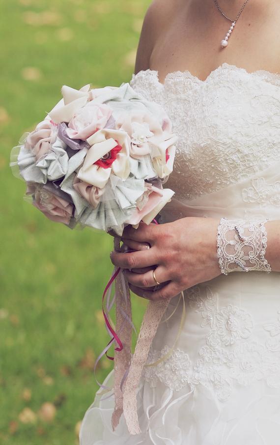 تنسيق فستان الزفاف مع مسكة العروس