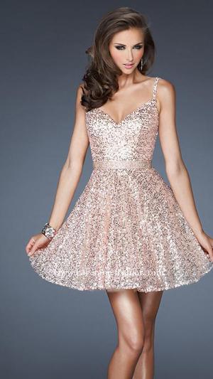 فستان مطرز لحفل عشاء