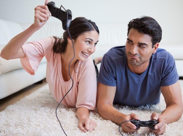 لعب ألعاب الفيديو سوياً