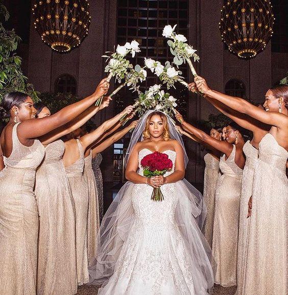 دخول العروس للقاعة بالنزول على السلالم