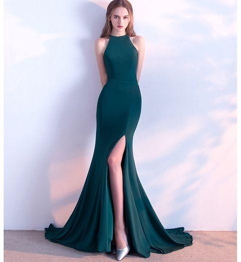 فستان خطوبة بفتحة ساق جانبية