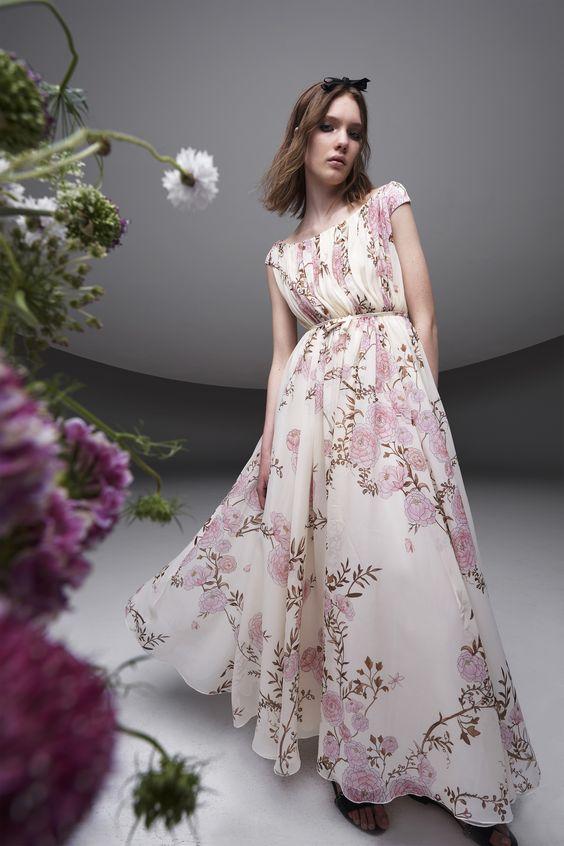 فستان خطوبة مطبع بنقشة الأزهار