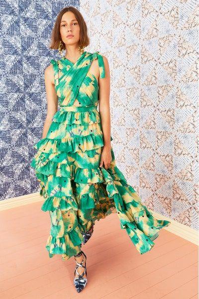 فستان خطوبة طويل بتصميم كرانيش