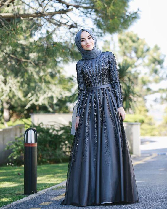 فستان مزين بالترتر اللامع