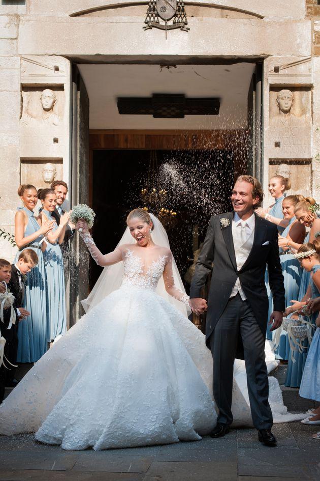 فستان زفاف مرصع بالكريستال من شوارفسكي