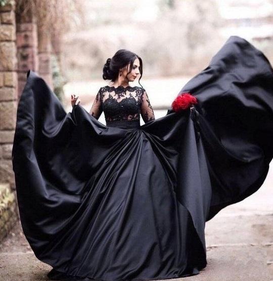 فستان زفاف أسود بأكمام طويلة