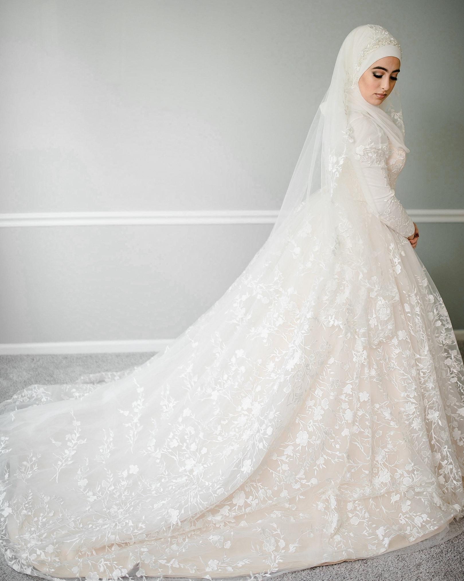 فساتين زفاف منفوشة