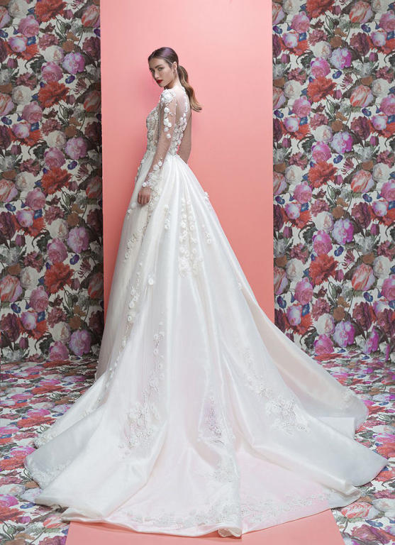 فستان زفاف طويلة