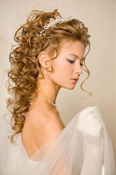 تسريحات الشعر المجعد الطويل