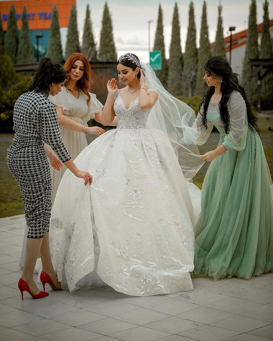 العروس هيفاء حسوني مع شقيقاتها