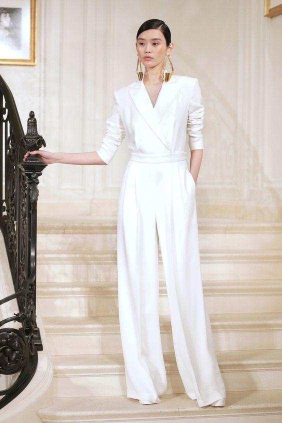 جامبسوت عروس باللون الأبيض