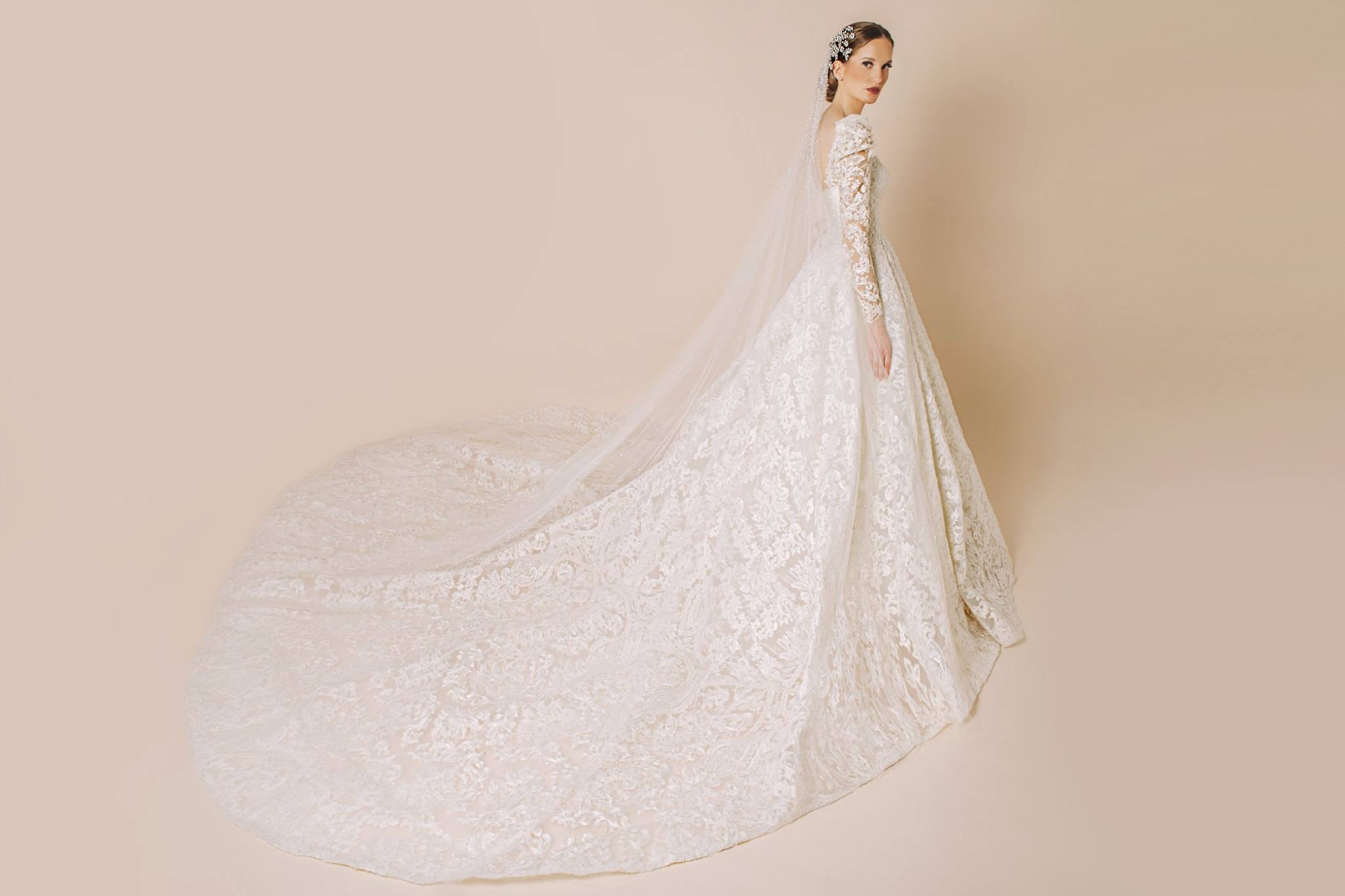 فساتين زفاف كلاسيكية