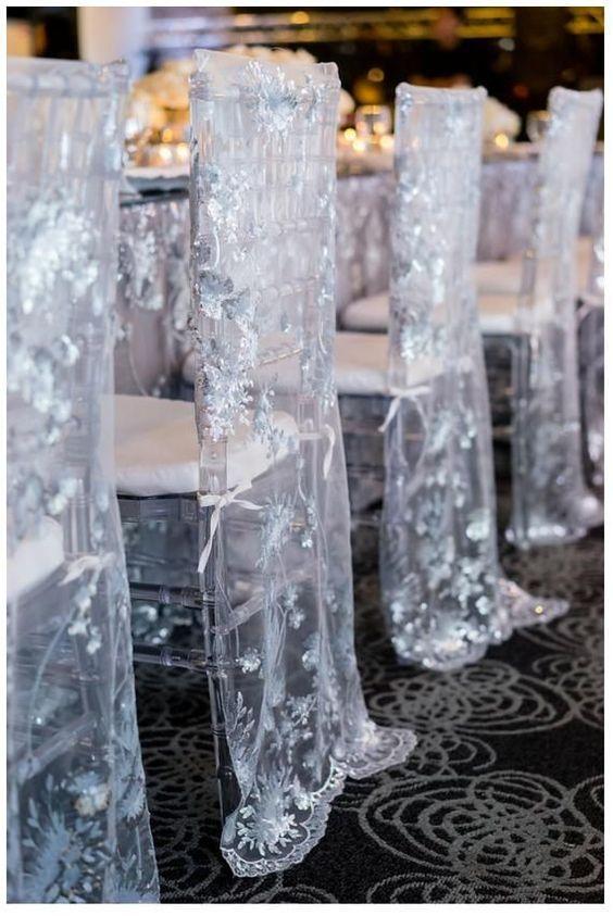 كرسي زفاف مزين بالتول المطرز بالترتر