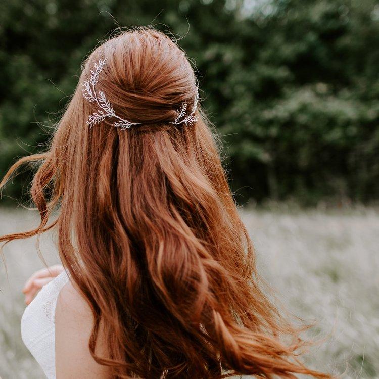 إكسسورات العروس  باللون الأبيض