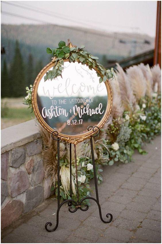 لافتة زفاف مرحة على شكل مرآة
