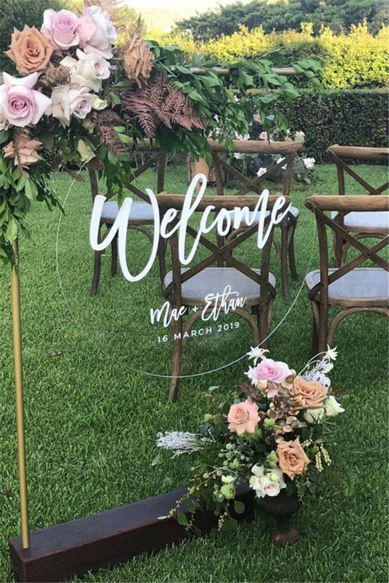 لافتة زفاف مرحة من الزجاج