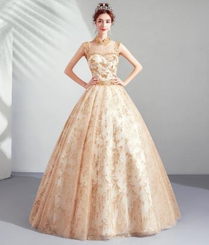 فساتين زفاف منفوشة باللون الذهبي