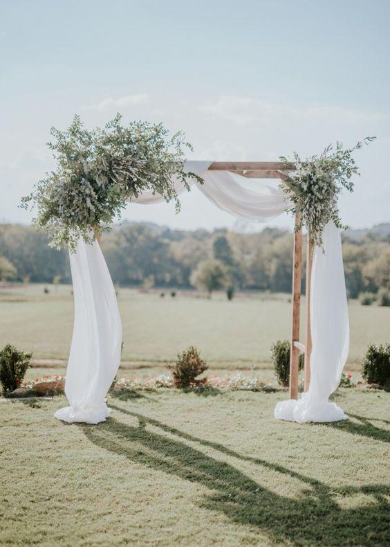 قوس زفاف بأوراق الأوكالبتوس
