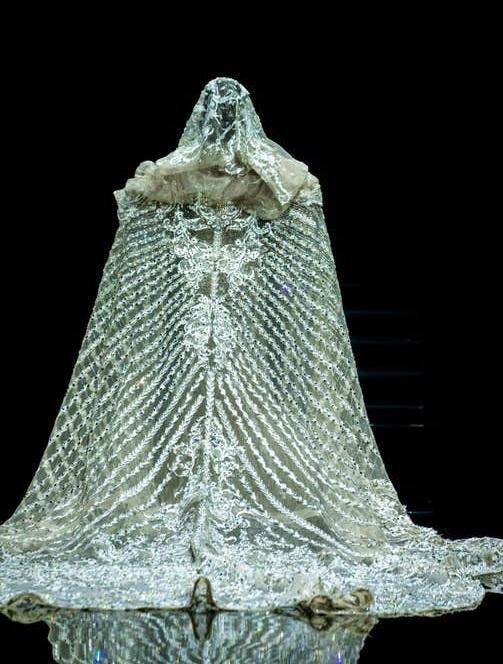 فستان زفاف مرصع الأحجار الكريمة من إيلي صعب